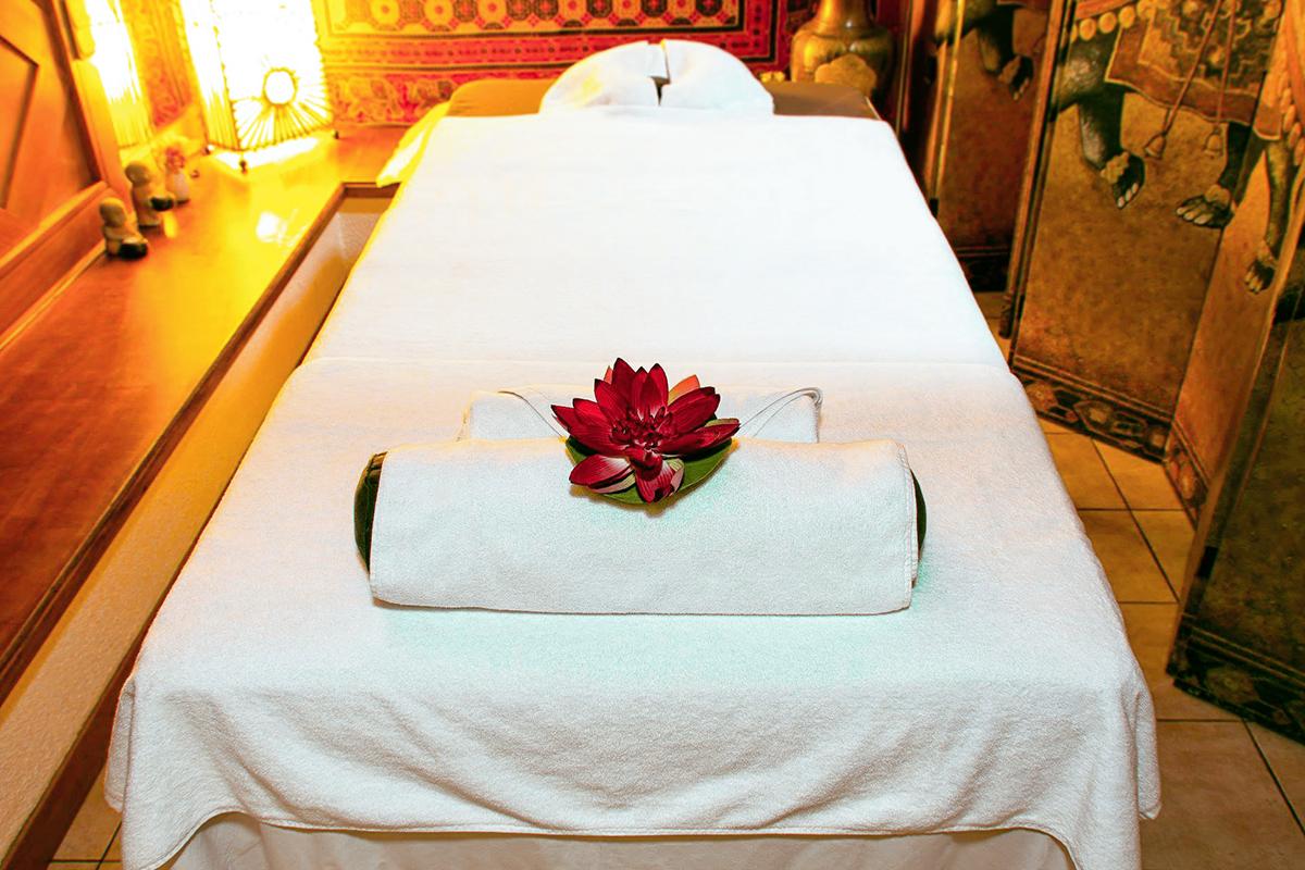 Massage royal aux huiles Gommage et massage du corp Massage des pieds Thaï A partir de 4 500F, sur Rendez-vous Renseignements et réservations au 28 53 20